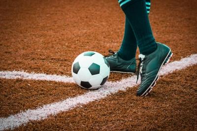 ballführung fußball übungen